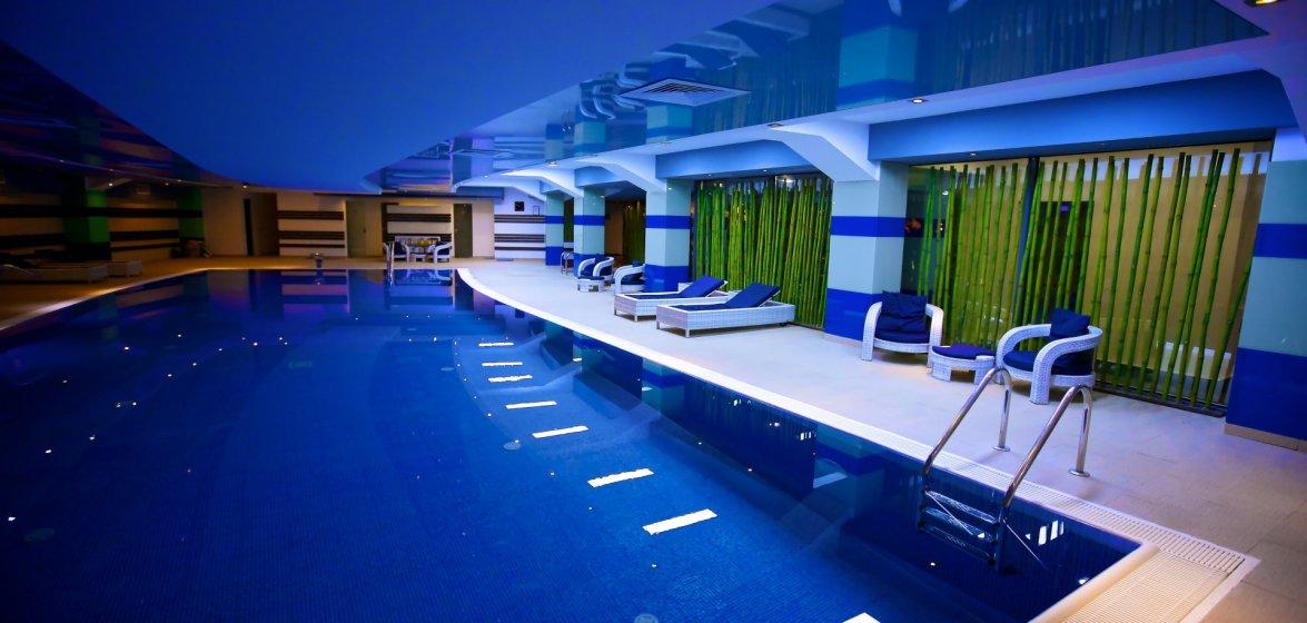 hotel-delta-tulcea-piscina